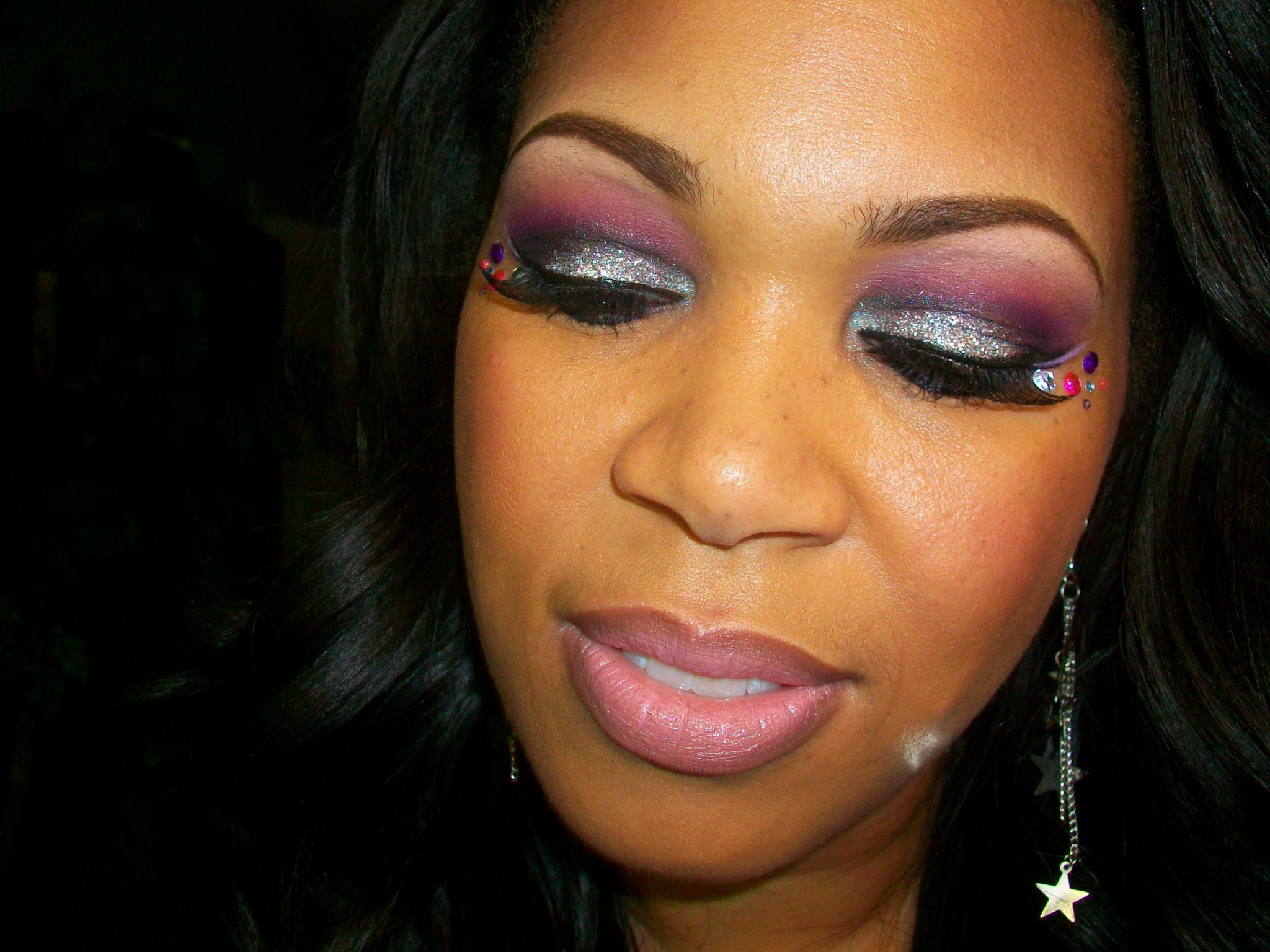 Cómo mejorar el color de ojos con maquillaje